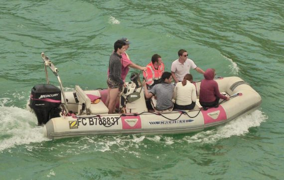 image of A RIB full of people comes into the harbour